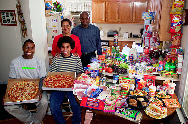 United States: The Revis family of North Carolina Food expenditure for one week: $341.98 Image copyright Peter Menzel, menzelphoto.com